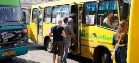 """<strong>Проїзд подорожчав: у Франківську тепер """"кататись"""" у маршрутці коштує 5 та 6 грн. Люди обурені</strong>"""