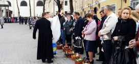 Паски і писанки: Сотні франківців освячують великодні кошики (ФОТО)