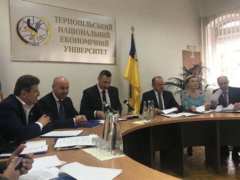 Мер Івано-Франківська апелює до Уряду: без зарплат освітяни та медики