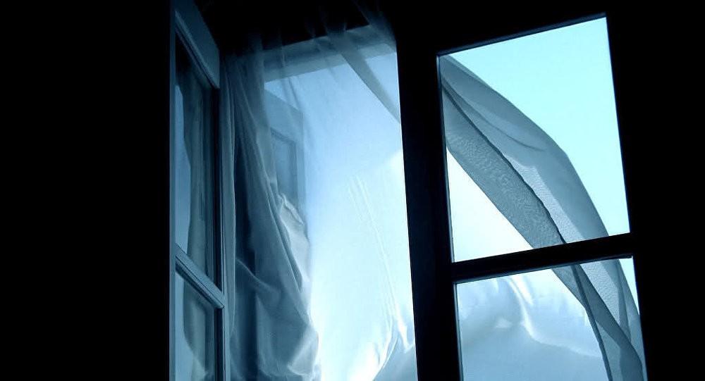 вікно, падіння