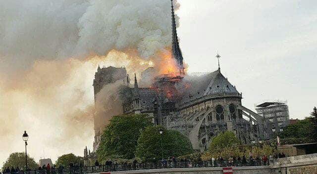 Париж, собор, пожежа