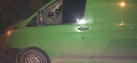 """Війна на дорозі – у Франківську водій ВАЗу під час обгону обстріляв автомобіль """"Форд Транзит"""" (ФОТО)"""