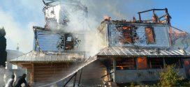 <strong>На Івано-Франківщині згоріла старовинна дерев'яна церква (ФОТО)</strong>