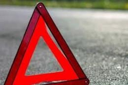 У Коломийському районі «Мазда» врізалася в електроопору: водій і пасажир у лікарні