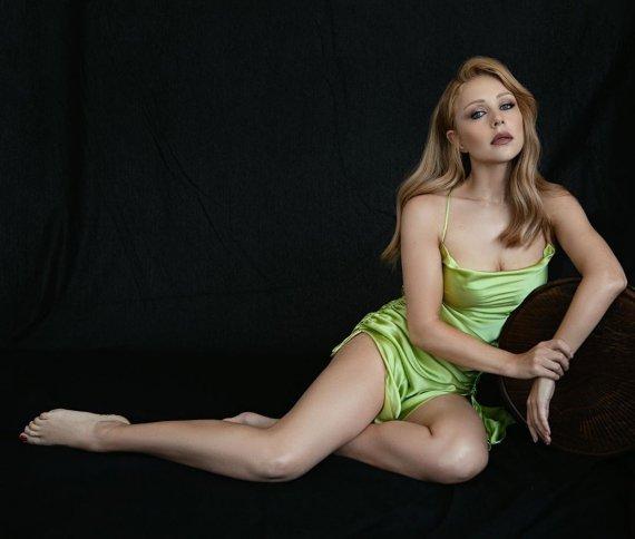 Тіна Кароль, без бюстгальтера