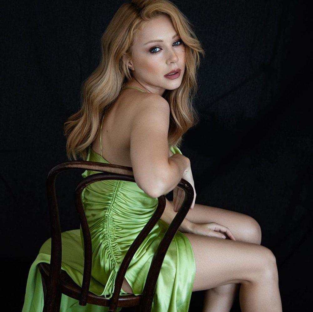 Тіна Кароль, голі ноги