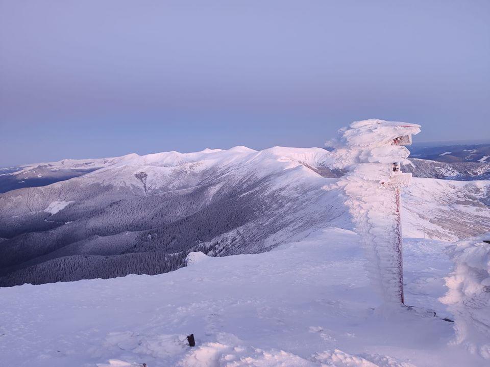 на горі Піп Іван уже зима