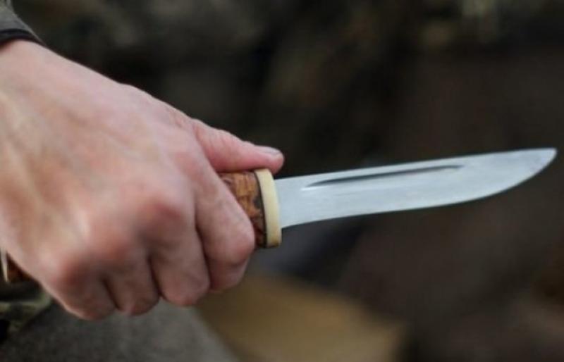 розбійний напад з ножем