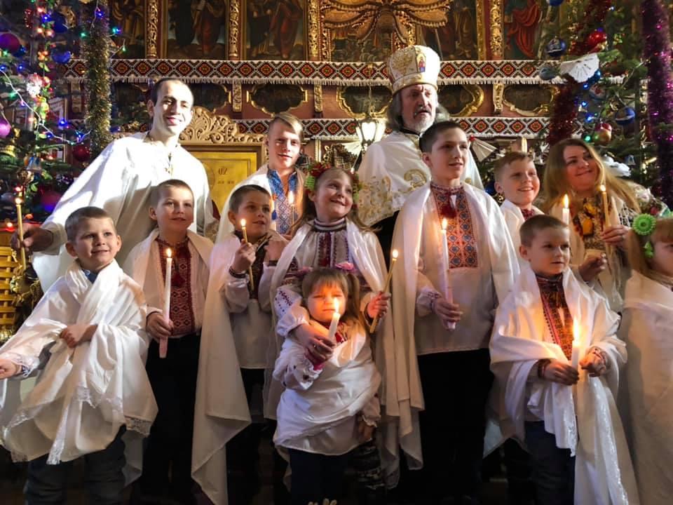 Криворівня хрещення 10 дітей