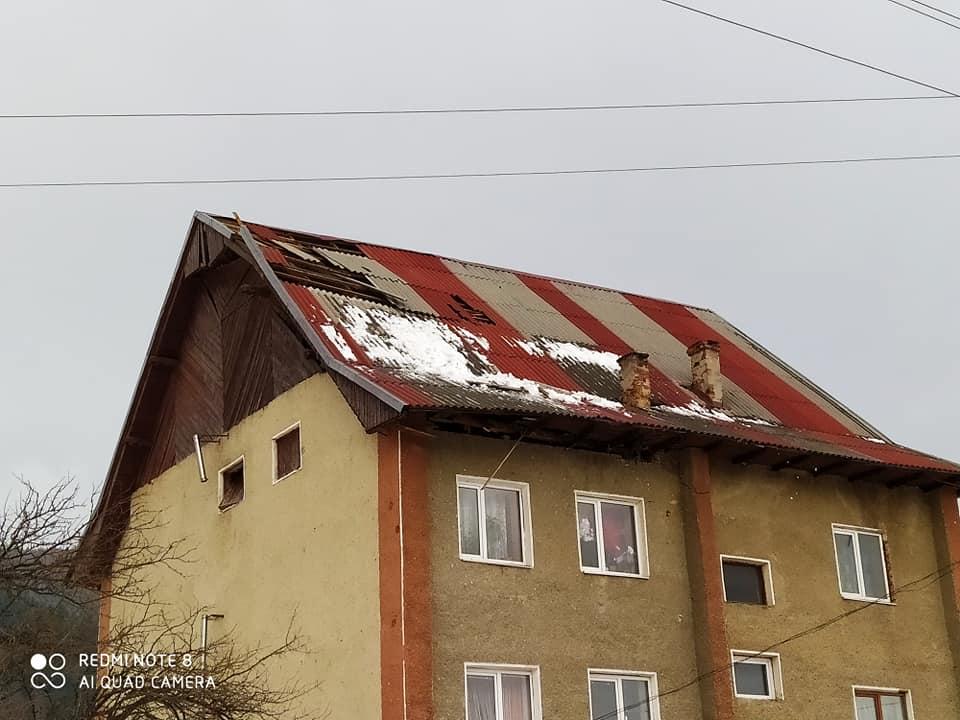 Микуличин зриває дахи