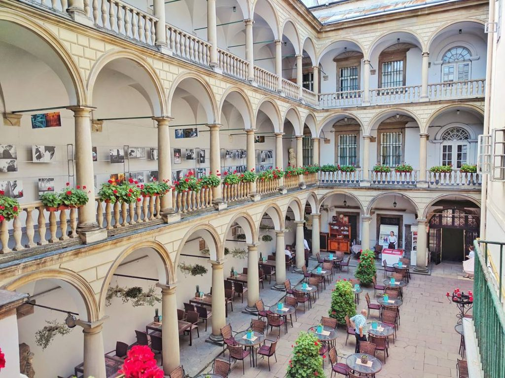 Львів, італійський дворик