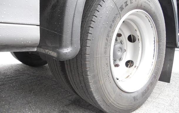 колесо вантажівки