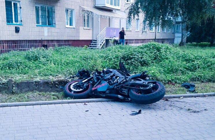 """У Коломиї водій """"Опеля"""" виїхав на зустрічну і збив мотоцикліста (ФОТО)"""