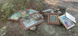 На Івано-Франківщині невідомі викинули ікони на смітник (ФОТО)