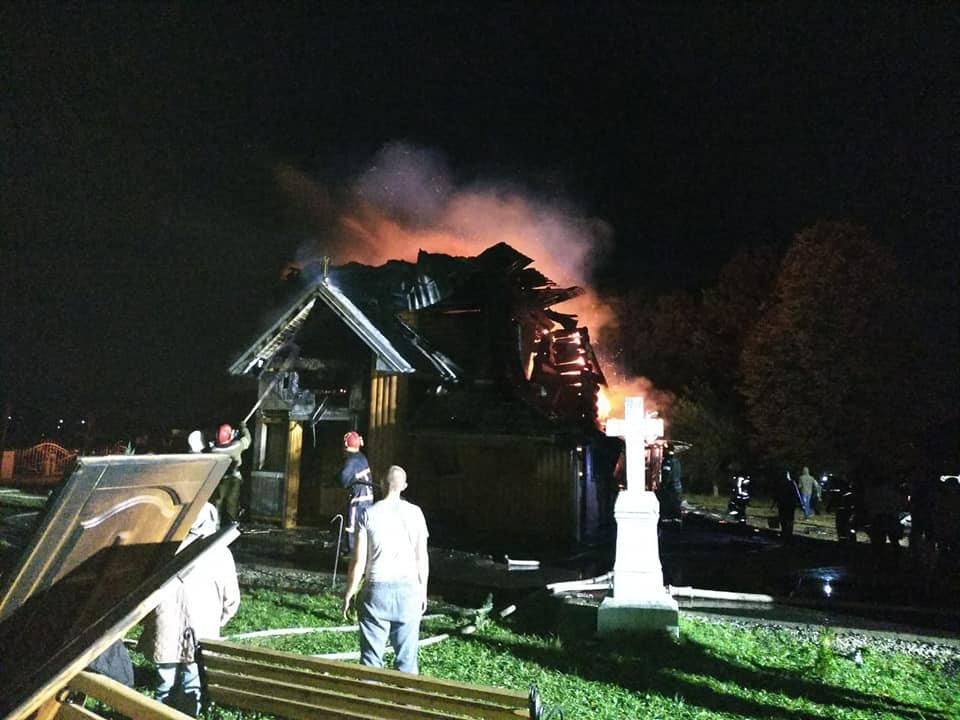 Новошин, горить церква