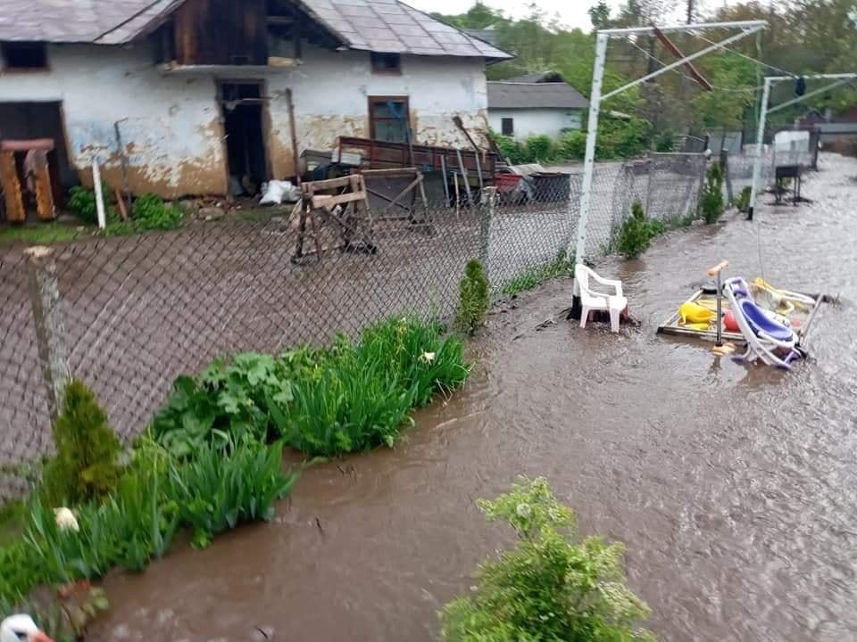 затопило село Юнашків