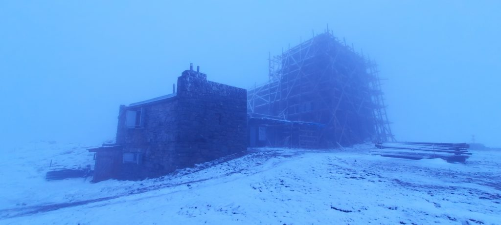 гора Піп Іван, сніг у червні