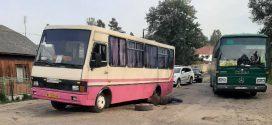 На Прикарпатті відремонтують дорогу, на якій в автобуса відірвало два колеса