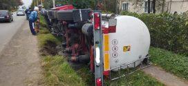 Аварія на Івано-Франківщині: у Болехові перекинулася цистерна зі смолою (ФОТО)