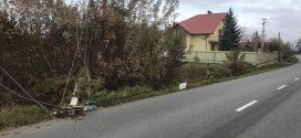 Обірвано лінії електропередач: у Коломиї на проїжджу частину впав стовп (ФОТО)